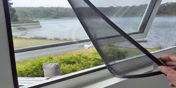 retractable magnetic fly screen